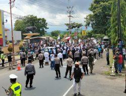 Minta Kapolres Sumedang Keluar, Massa Aksi Sempat Tutup Jalan Nasional