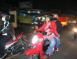 Naik Motor Matic, Ketua Ketua DPRD Pantau Langsung Malam Pergantian Tahun di Sumedang