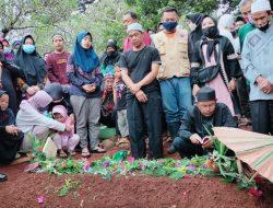 Isak Tangis Iringi Pemakaman Kasi Darlog BPBD Sumedang, Korban Longsor di Cimanggung
