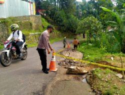 Akibat Curah Hujan Tinggi, Bahu jalan Raya Wado – Kirisik Alami Pergerakan Tanah