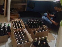Jelang Ramadan, Sat Narkoba Polres Sumedang Sita Ratusan Botol Miras