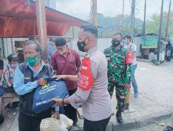 Polres Sumedang, Kembali Salurkan Ratusan Paket Sembako bagi Pedagang Terdampak PPKM