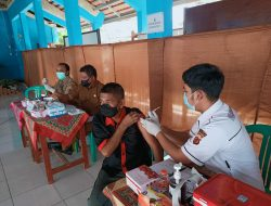 Ratusan Santri Ponpes Asyrofuddin dan Warga Conggeang Jalani Vaksinasi